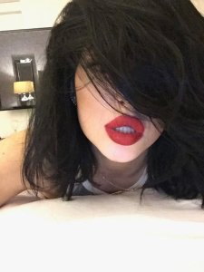 kylie Red Lips